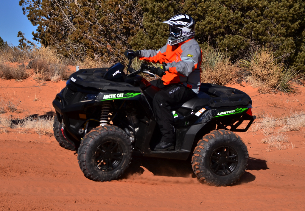 2015-Arctic-Cat-XR-ATV-Action-03