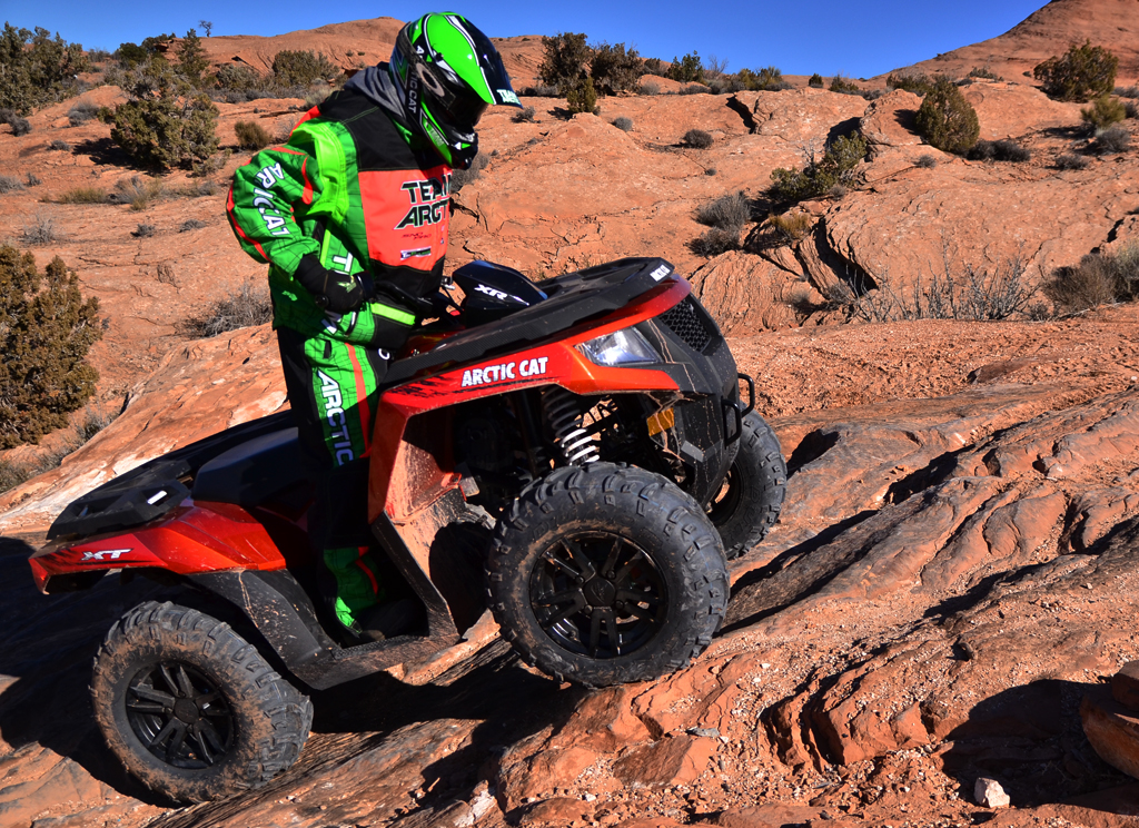 2015-Arctic-Cat-XR-ATV-Action-08
