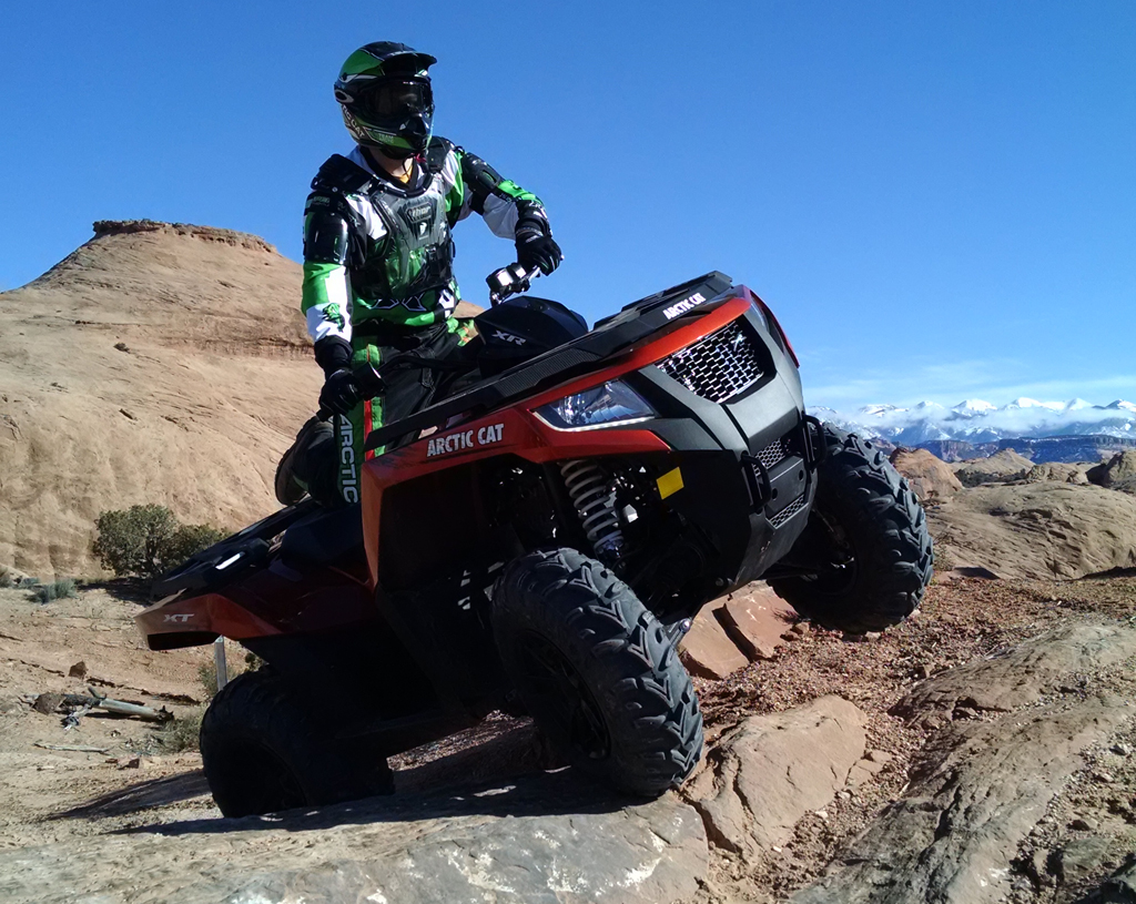 2015-Arctic-Cat-XR-ATV-Action-12