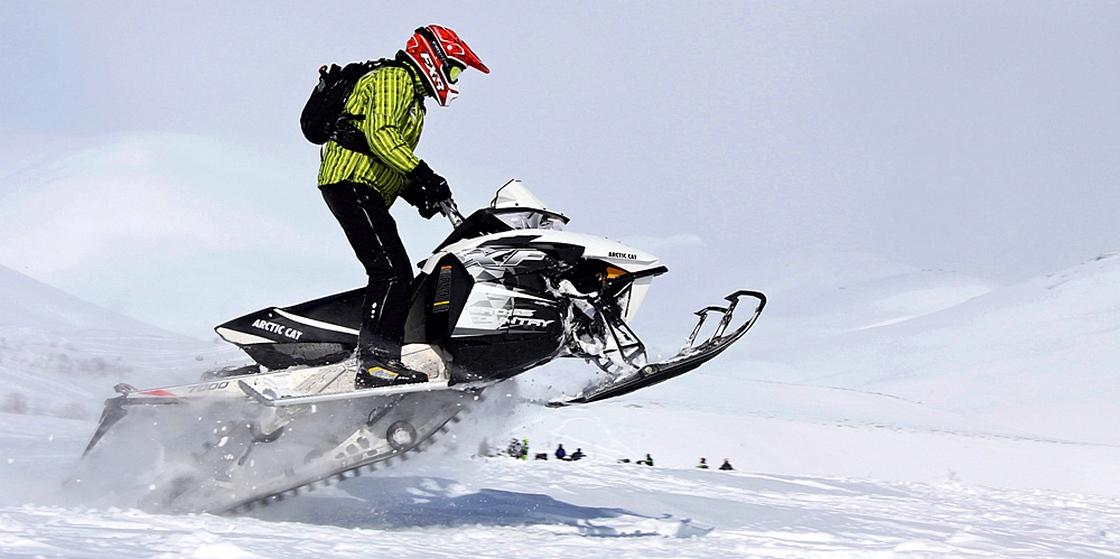 Экстрим на снегоходе в горах