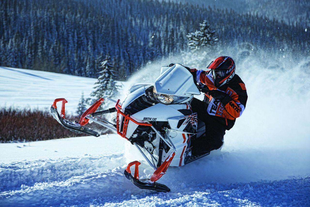 Снегоходы с большой скоростью